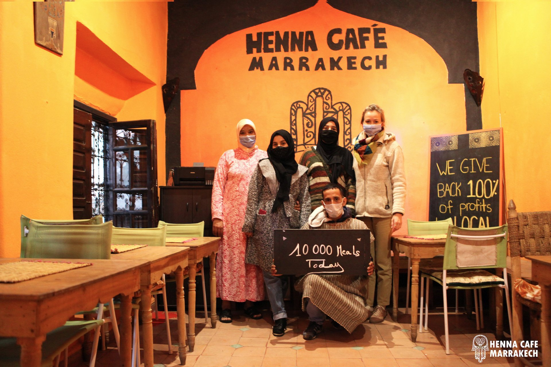 hennacafe 10000 meals today (4)